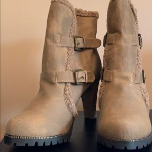 Light taupe boots, size 10M, New